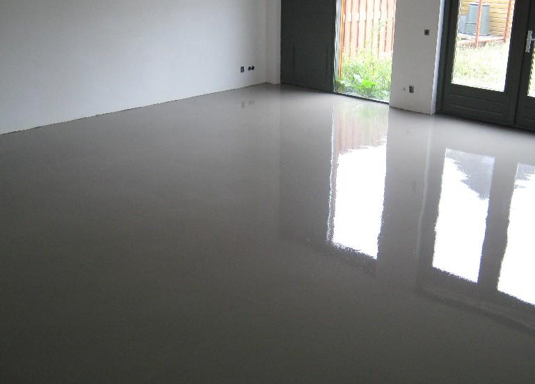 Vloer geegaliseerd met vloerverwarming.